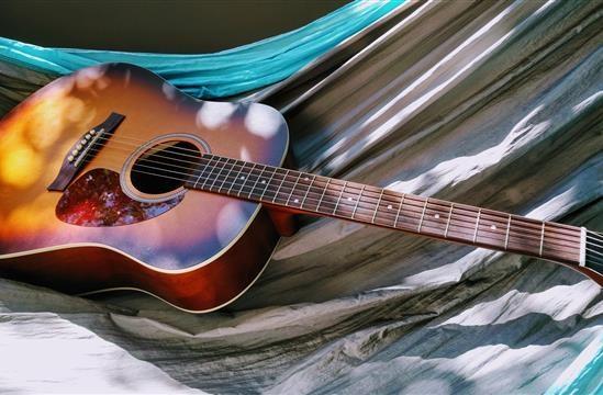 Le migliori chitarre acustiche Yamaha attraverso la storia di un marchio leggendario