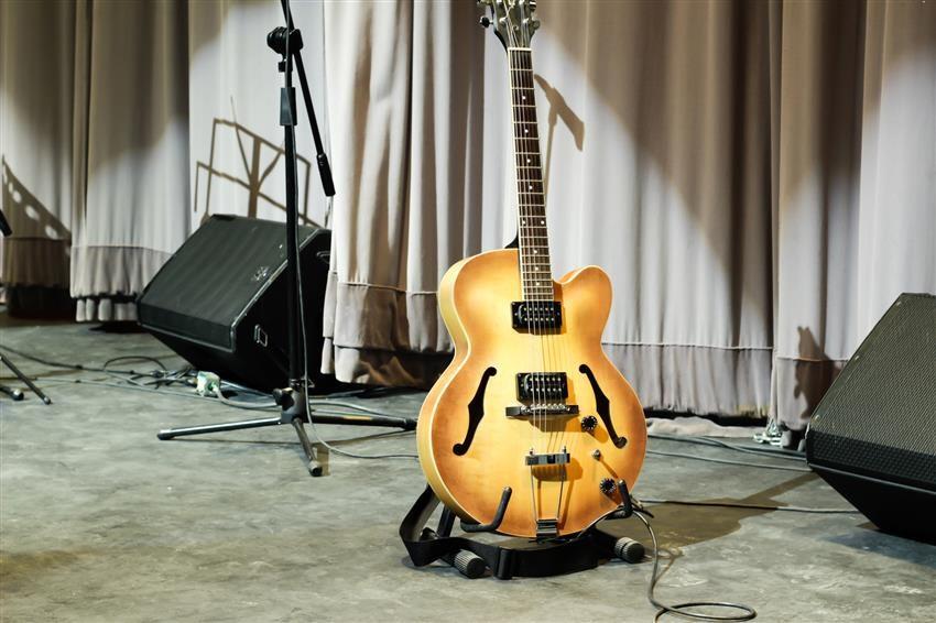 Come scegliere una chitarra acustica dampi